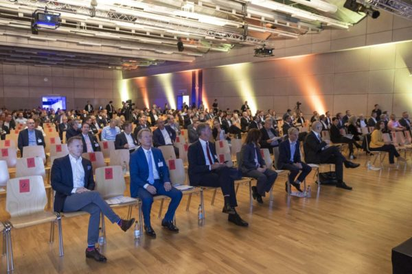 Unternehmertag 2020 unter dem Motto, Wachstum und Innovaion, Bild aufgenommen in der Spoerry Halle der Uni Universität Liechtenstein in Vaduz am 29.09.2020  -  FOTO & COPYRIGHT: DANIEL SCHWENDENER