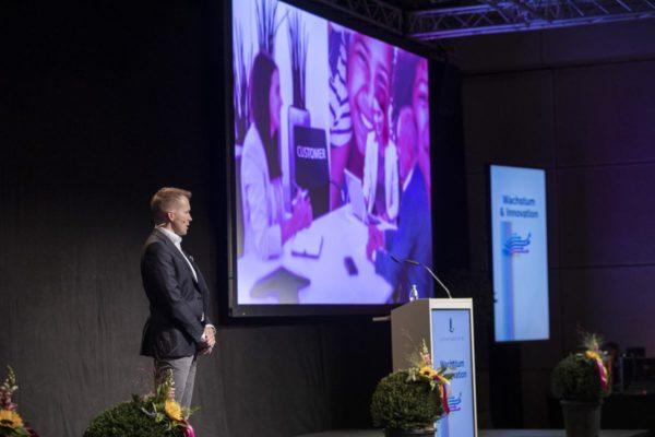 Unternehmertag 2020 unter dem Motto, Wachstum und Innovaion, Bild aufgenommen in der Spoerry Halle der Uni Universität Liechtenstein in Vaduz am 29.09.2020  - Diego Gabathuler CEO Ivoclar Vivadent  FOTO & COPYRIGHT: DANIEL SCHWENDENER
